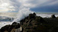 Wild weather warning: Massive waves set to hit coast