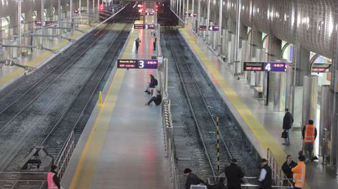 Britomart station resembled a ghost town as all trains ground to a halt this morning. (Photo / Michael Craig)