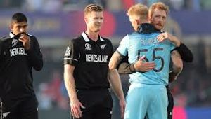Ben stokes hugs Martin Guptill after thrilling final