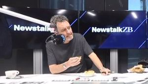 Mike Hosking tries Eat Lit Food's Peanut Slab meat pie