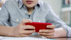 Nathan Wallis: Survey finds two thirds of New Zealand kids have cellphone by 11
