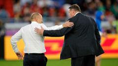 England coach Eddie Jones and All Blacks coach Steve Hansen greet each other before the semifinal. (Photo / AP)