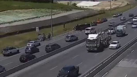 People trapped in overturned vehicles after crash on Auckland Northern motorway