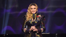 Madonna sued because her concert is starting too late