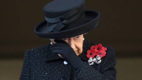 The Queen cries at Remembrance Sunday memorial