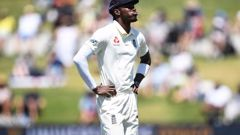 Jofra Archer shows his frustration during play on Day 4 of the first test. Photo / Getty Images