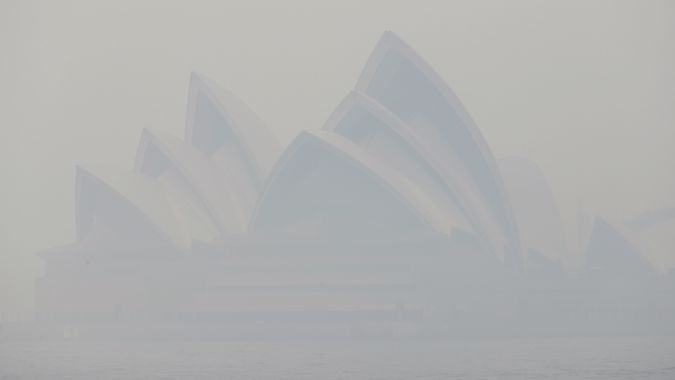 Sydney choked by hazardous smoke from bush fires