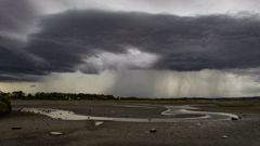 It is set to be a wet last day of work for many. (Photo / NZ Herald)