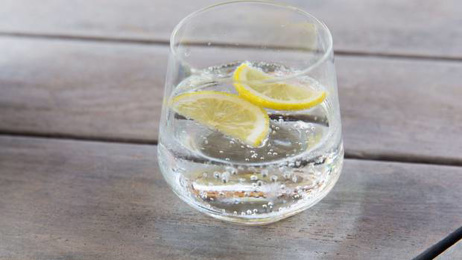 Sparkling water found to be bad for teeth