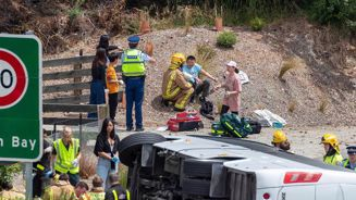 20 people believed to be injured after Queenstown bus rolls