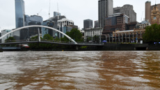 Murray Olds: Dust storm in Australia turns Melbourne river brown