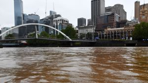 The Yarra River is seen filled with dust in Melbourne. (Photo / AAP)