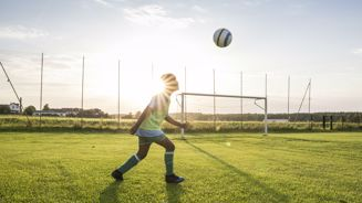 Study finds heading soccer balls can affect brain function