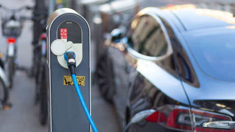 Mike's Minute: NZ First has saved us from feebate electric car scheme
