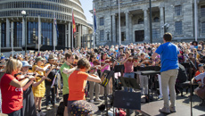Mike Hosking reacts to 'weird' Concert FM protest chant