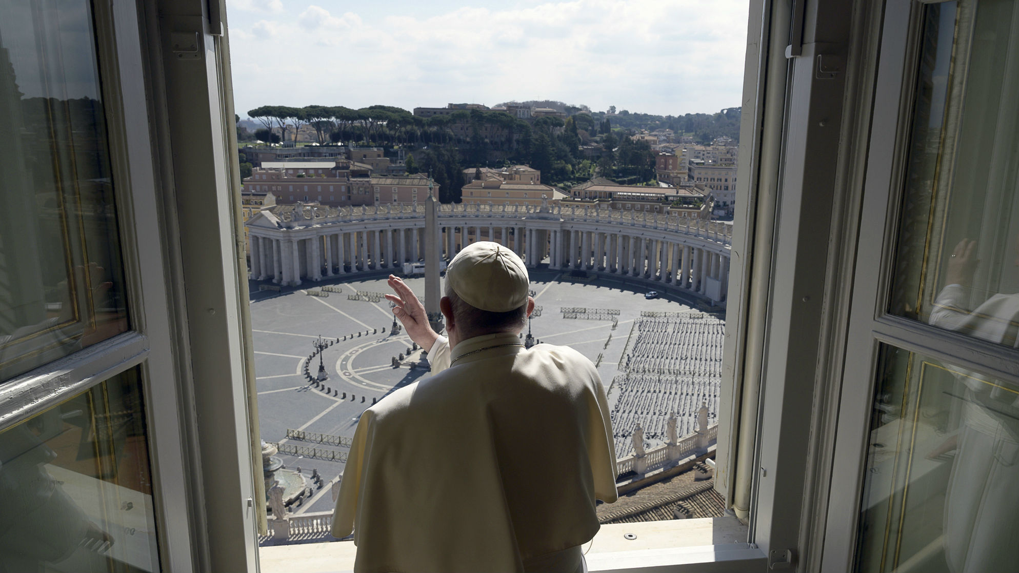 Pope Francis prays for the end of COVID-19 spread