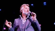 Music legend Kenny Rogers dies