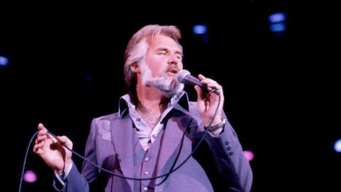 Music legend Kenny Rogers dies