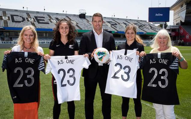 FIFA Women's World Cup bid launch - NZ Football CEO Andrew Pragnell iwth, Michele Cox, Football Ferns players Claudia Bunge and Rosie White, Barbara Cox at Eden Park. Photosport.