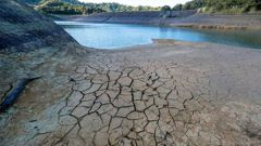 Wairoa dam in Auckland is running dry. (Photo / AP)