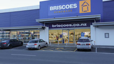 Briscoes customer waits five hours on hold to cancel order - then takes action