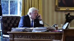 US President Donald Trump speaks on the phone with Russia's President Vladimir Putin from the Oval Office of the White House on January 28, 2017, in Washington, DC. (Photo / Getty)