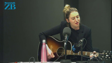 Kaylee Bell: Country musician performs live in studio