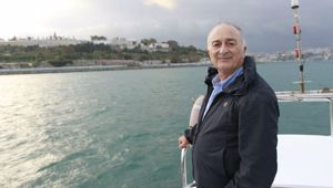 Sir Tony Robinson's new show sees him travelling the world. (Photo / Supplied)