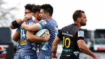 14-man Hurricanes hold off Chiefs for first Super Rugby Aotearoa win