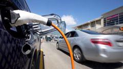 Greenpeace says excess power could charge electric cars more cheaply. Photo / Alan Gibson