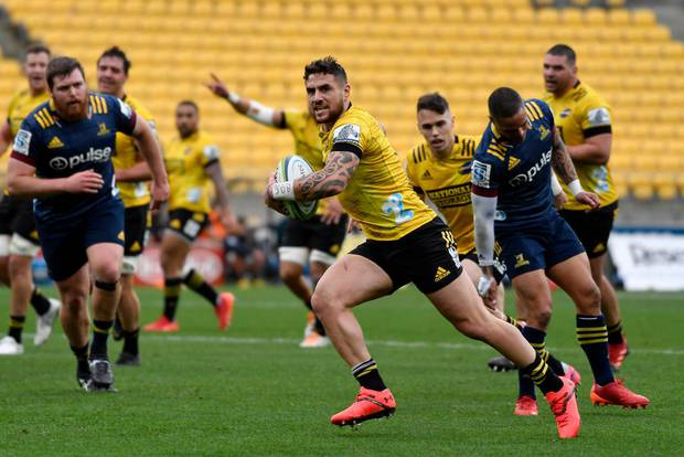 Hurricanes hang on to beat Highlanders