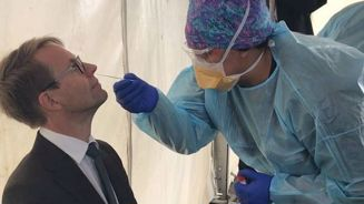 Dr Ashley Bloomfield takes his first Covid-19 test