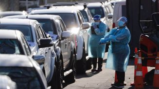 Australian health chief says NZ's strategy 'very dangerous'