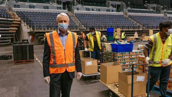 Mayor Phil Goff at the Spark Arena food distribution centre during the first pandemic. Photo / RNZ