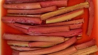 Nici Wickes: Rhubarb & apple shortcake