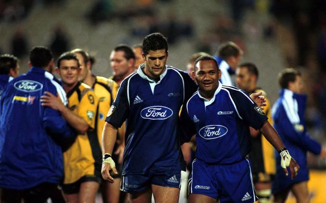 Ron Cribb, left, with Blues teammate Amasio Valence in 2001. (Photo / Photosport)