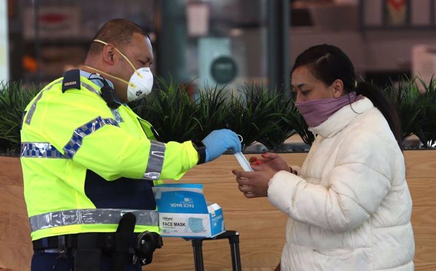 Face masks being handed out in Auckland. (Photo / File)
