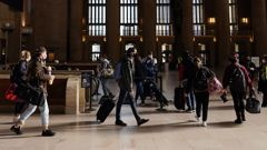 Travelers wait in line to board a train at the 30th Street Station ahead of the Thanksgiving holiday in Philadelphia. (Photo / AP)