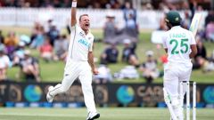 Neil Wagner celebrates the wicket of Fawad Alam. (Photo / Getty)