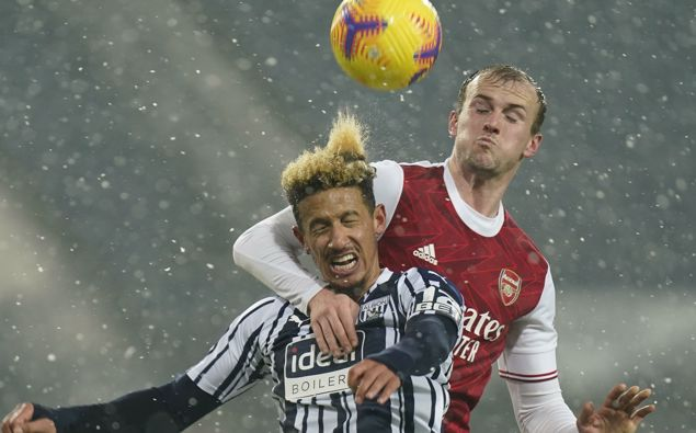 West Bromwich Albion's Callum Robinson, front, vies for the ball with Arsenal's Rob Holding during the English Premier League soccer match between West Bromwich Albion and Arsenal at the Hawthorns in Birmingham, England (Photo / AP)
