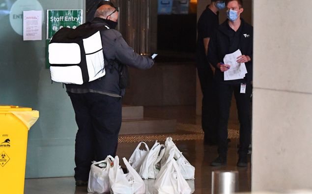 A food delivery worker delivers food to a hotel in Melbourne on Jan. 17 where players are quarantining for two weeks ahead of the Australian Open tennis tournament. (Photo / Getty)