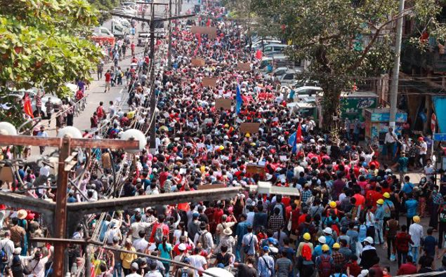 Thousands of people rallied against the military takeover in Myanmar's biggest city on Sunday and demanded the release of Aung San Suu Kyi, whose elected government was toppled by the army that also imposed an internet blackout. (Photo / AP)