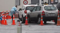 Queues of people in cars waiting to be tested. (Photo / NZ Herald)