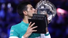 Novak Djokovic lifts the Australian Open title for the ninth time. (Photo / Getty)