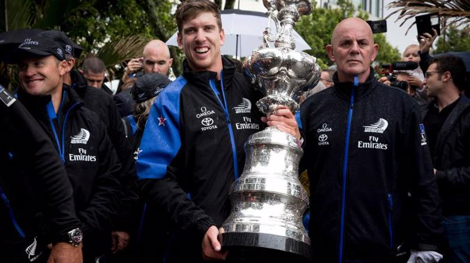 Peter Burling hold the Auld Mug during the 2017 victory parade. (Photo / Photosport)
