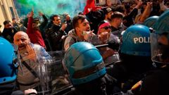 Demonstrators scuffle with Italian Policemen during a protest by Restaurant and shop owners outside the Lower Chamber in Rome, Tuesday, April 6, 2021. (Photo / AP)