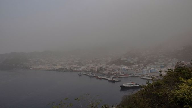 A cloud of volcanic ash hovers over Kingstown, on the eastern Caribbean island of St. Vincent, Saturday, April 10, 2021, a day after the La Soufriere volcano erupted. (Photo / AP)