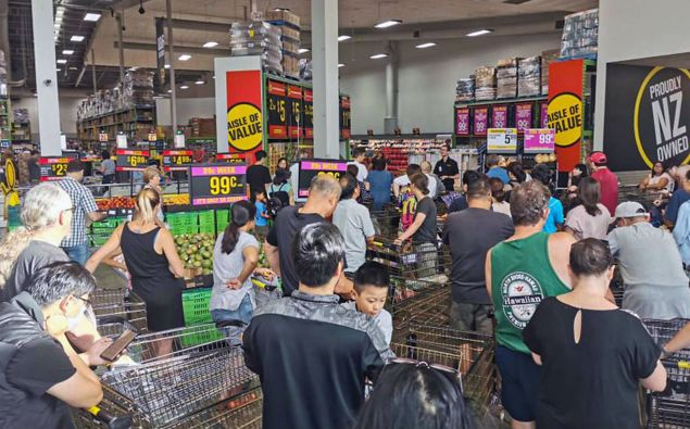 Supermarket queues before the level four lockdown in New Zealand. (Photo / File)