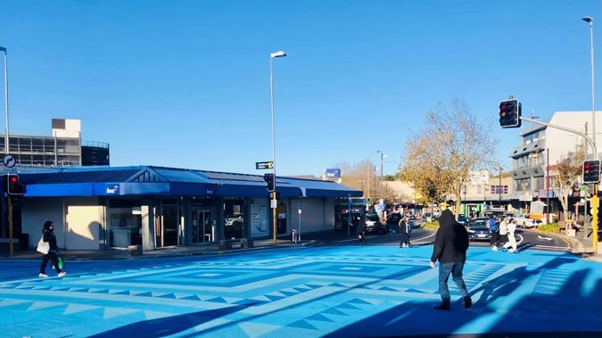 A painted a blue art piece in the centre of the intersection of Great North Rd, Railside Ave and Ratanui St, Henderson. (Photo/Auckland Council)