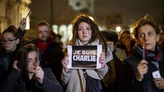A woman holds up a Je Suis Charlie sign in support of the attacked satirical newspaper Charlie Hebdo (Getty Images)
